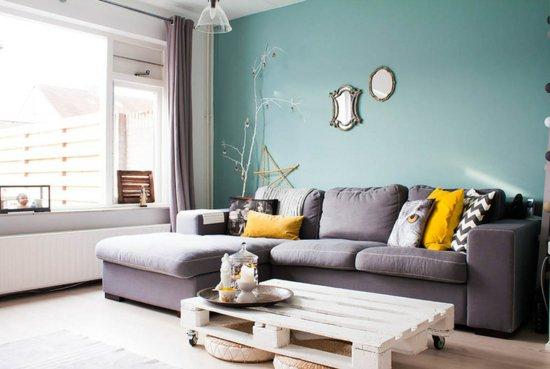 diy-projekte-und-bastelideen-wohnzimmer-sofa-couchtisch-europaletten